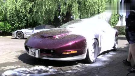 国外专业洗车工都是怎么洗车的? 竟然全都是泡沫!