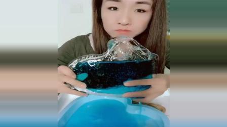 蓝色的冰心, 颜色好漂亮, 这么凉大姐牙口真棒