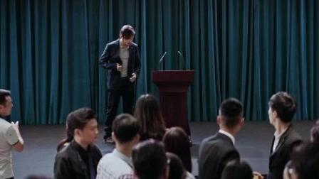 《幕后玩家》徐峥在新片中竟当众裸奔, 超喜剧的精彩预告