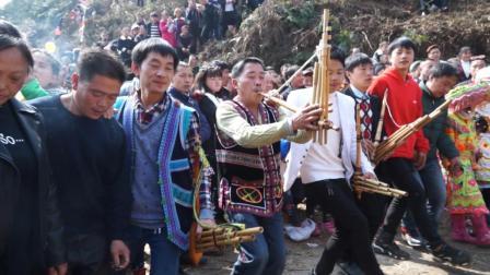 传统习俗! 大年初一苗族花山节上的载歌载舞
