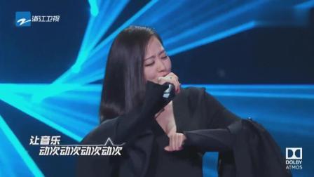 张靓颖嗨唱《伤心的人别听慢歌》你是谁的 谁是你的 都是我的! 哈哈