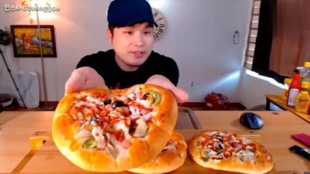 韩国大胃王吃播豪放派donkey弟弟吃3个香肠芝士披萨, 喝牛奶可乐
