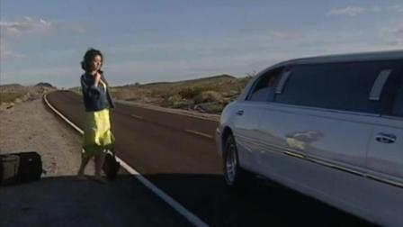 情定大饭店女主被扔在美国沙漠, 搭上男主超豪华顺风车!
