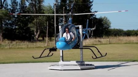 原以为考直升机驾照都飞上天, 没想到用这机器能模拟, 太憋屈!