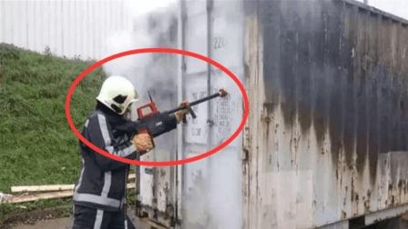 世界最牛的水枪, 轻松打穿26厘米墙体, 帮助消防员隔墙灭火