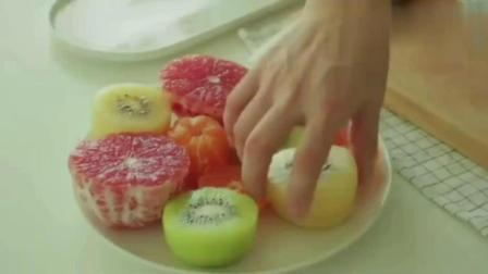春节必备: 三分钟学会好看又好吃的水果蛋糕!