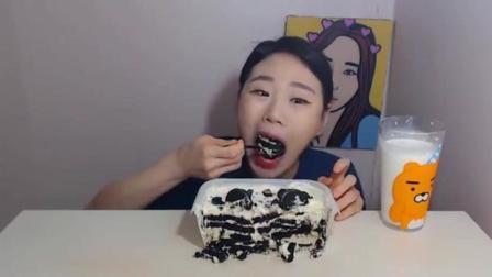 韩国大胃王卡妹, 吃奥利奥冰淇淋, 一大杯牛奶, 听听这声音真舒服