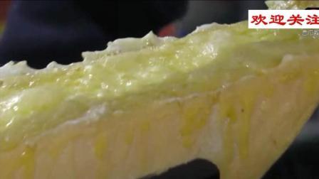 看到烘烤之下的奶酪在不断冒泡。瞬间饿了