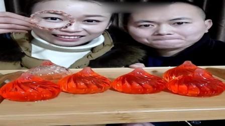 吃美了: 吃冰夫妻冻红色包子冰, 晶莹剔透特别漂亮, 还可以吃