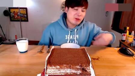 韩国大胃王小哥吃巧克力慕斯蛋糕, 一个人能吃完真是奇迹