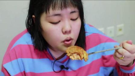 韩国吃播胖妹秀彬吃猪肉泡菜锅, 吃东西的样子真享受