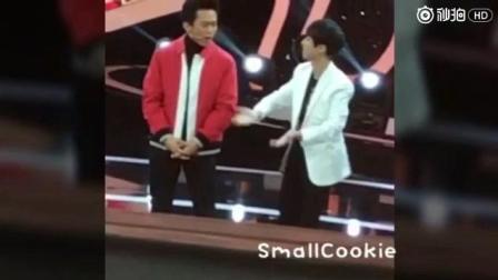 王俊凯在邓超面前展现妖娆舞, 网友: 炸了!