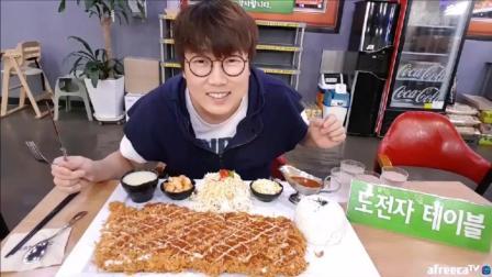 韩国吃播: 大胃王大叔挑战20分钟内吃完巨无霸辣大王猪排
