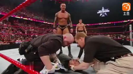 "WWE""大反派""兰迪奥顿太狠了, 让美人吃了一记RKO, HHH怒到想杀了他"