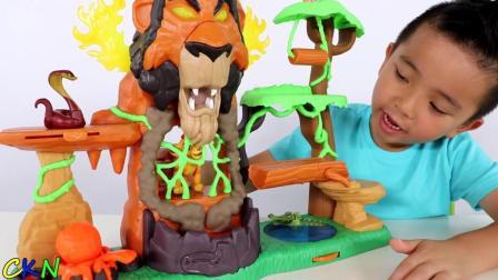 小朋友玩非常有趣的狮子王玩具!