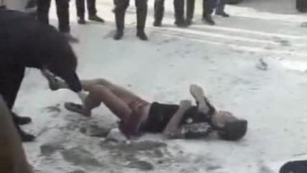 小伙参加同学聚会 醉酒后睡倒街头被冻死