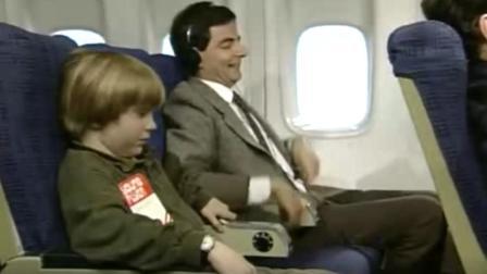 憨豆先生:憨豆在飞机上听音乐听嗨了,上来就给空姐一拳超尴尬