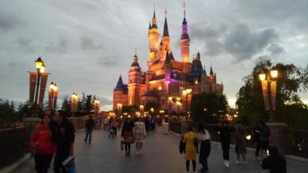 主题乐园全球最高水准! 上海迪士尼乐园花车巡游最完整高清微纪录片