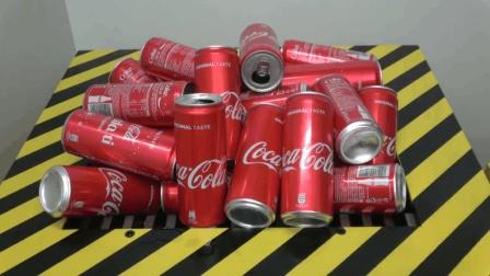 用大型粉碎机做实验 一次粉碎200个可乐罐
