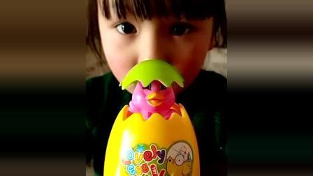 美女吃货: 小鸡奇趣蛋, 可爱极了