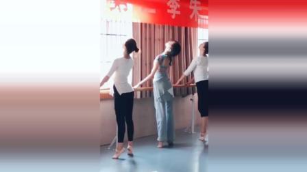 朱洁静舞蹈《把上芭蕾舞组合》教学, 不愧是灵魂舞者