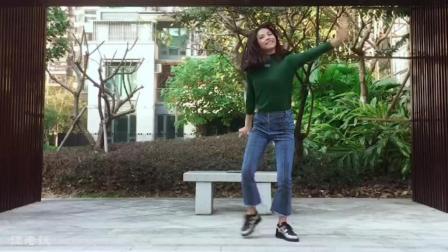 学习老人年跳蹦迪舞蹈, 真是累得不得了!
