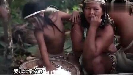 中国男子化身非洲原始部落酋长, 惹原住民左拥右抱!