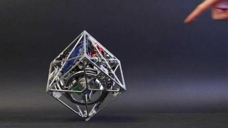 世界上最神奇的立方体, 永远不会倒, 还能自己走!