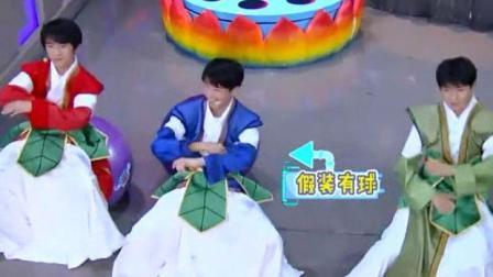 王俊凯的腰功到底有多好, 看完他玩瑜伽球你就知道了