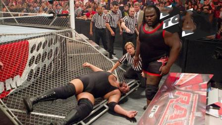 WWE最强10大残暴瞬间, 各种奇葩招数, 大力士黑羊最猛!