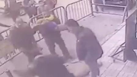 5岁男童3楼坠下 警察眼疾手快一把接住
