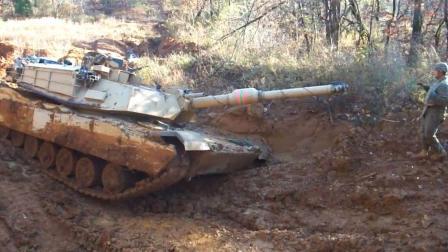 我国60吨坦克掉泥潭惹美少尉大笑, 解放军接下来一动作让他闭嘴