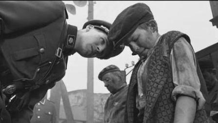 无奈: 犹太孩子为躲避纳粹屠杀, 藏身粪便池