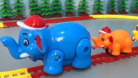 动物玩具车在环形轨道上绕圈跑