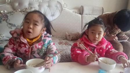 宝宝吃饭视频 可爱宝宝吃饭睡觉两不误 哈哈