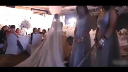 婚礼现场一对新人演唱《凉凉》新娘一开口以为原唱来了!