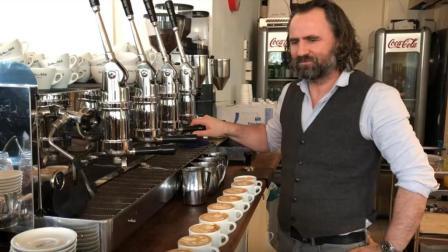咖啡大叔做咖啡挑战, 4分30秒做完10杯卡布奇诺, 这速度赶上机器