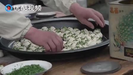 知青家庭:大江煎包铺子开张,刚出锅热腾腾的煎包,看的都饿了!