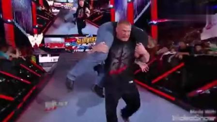 WWE HBK与海曼在停车场嘴炮被大布狂揍, 高层眼睁睁看着束手无策