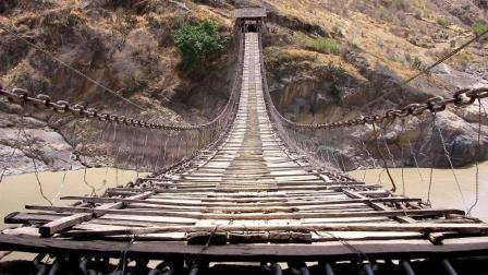建于清朝光绪年间的铁链桥, 横跨金沙江两岸130多年