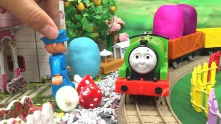 兜糖托马斯小火车玩具 培西送货得到彩泥蛋 惊喜小猪佩奇
