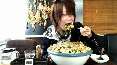 日本大胃王耳机小哥, 吃12斤墨西哥饭, 30分钟吃完免费, 能吃话不多