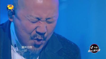 只要不唱《隐形的翅膀》, 腾格尔就是大师级的歌者, 听听这首《天堂》, JESSIE J也被震撼到了