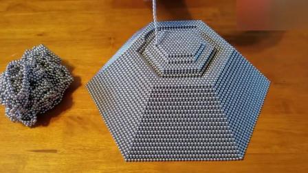 牛人用5万个磁力球砌成的金字塔, 玩起来挺有意思的!