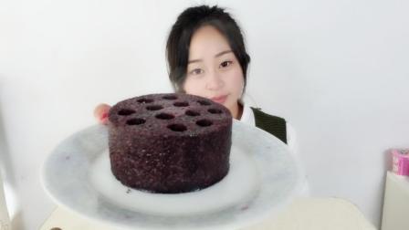 """试吃火爆网络的""""煤球蛋糕"""", 这种造型, 到底是怎么做出来的?"""