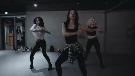 超火的一段舞蹈视频, 节奏感超强, 适合女生, 简单帅气!