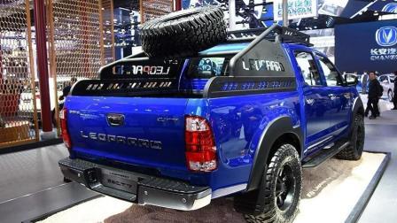 """有它谁还买猛禽? 国产造出军工""""皮卡王"""", 8万块配四驱轮胎爬上车顶"""