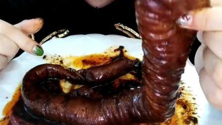 美食吃货: 大姐的烧大肠, 整根不带切得直接下手了!