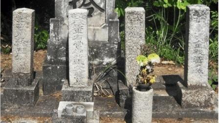 日本竟然还有一批中国士兵的坟墓, 墓碑上的文字让人愤愤不平!