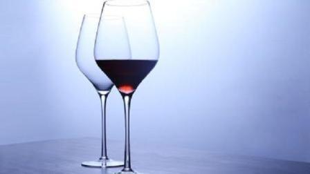 用这种玻璃杯喝酒, 当心铅中毒! 每个人家里都有它